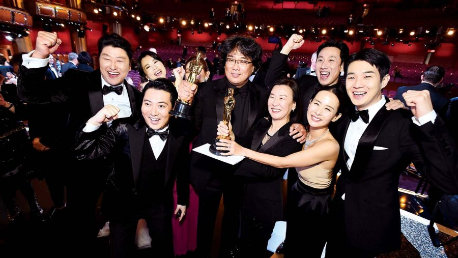 Parasite+cast+and+producers+holding+their+awards+at+the+2020+Oscars